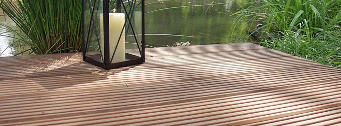 bankirai terrasse reinigen terrasse reinigen terrassendielen und platten richtig bankirai. Black Bedroom Furniture Sets. Home Design Ideas